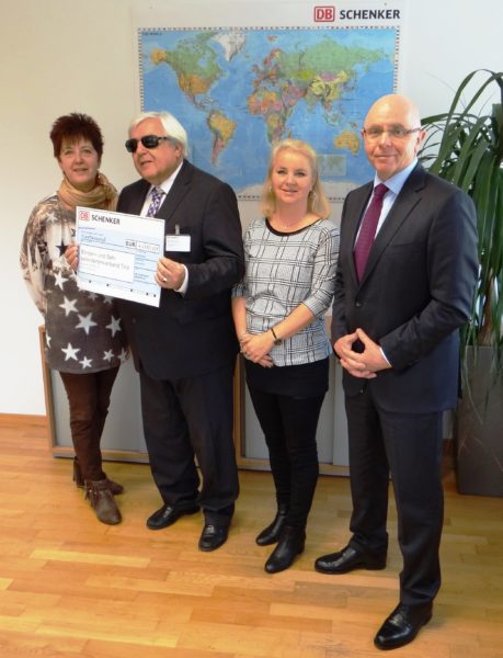Angelika Strigl (BSVT), Klaus Guggenberger (Obmann BSVT), Barbara Matzagg (DB Schenker), Manfred Zalatel (Geschäftsführer DB Schenker). Credit: BSVT