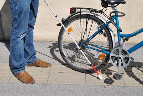 Blindenstock und Fahrrad
