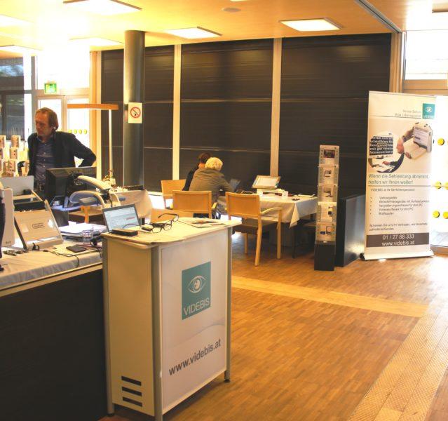 Hilfsmittelausstellung der Firma Videbis im BSZ Tirol