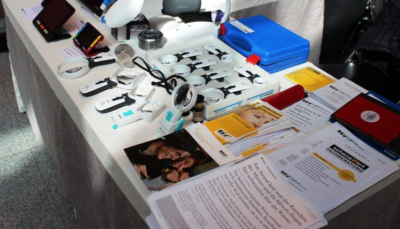 optische, akustische und taktile Hilfsmittel